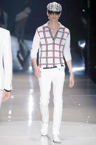 По мнению дизайнеров модного дома Gucci, мужчина весной и летом 2008 года должен носить кепки